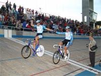 Darío Colla y Walter Pérez festejan sus medallas en el Scratch